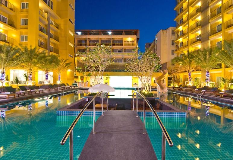Grand Bella Hotel, Pattaya, Outdoor Pool
