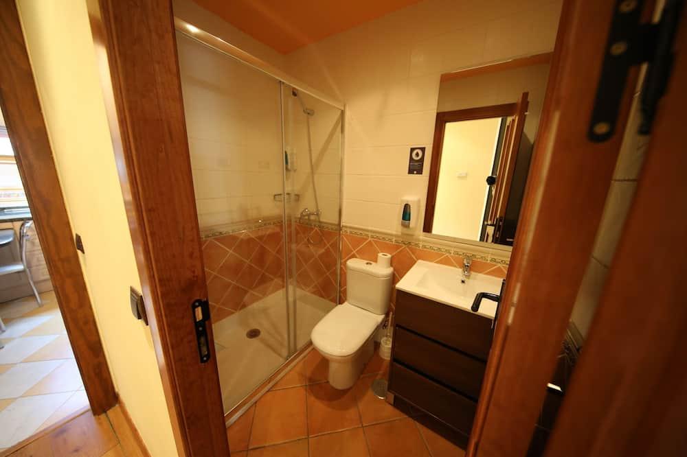 Family Quadruple Room - Bathroom