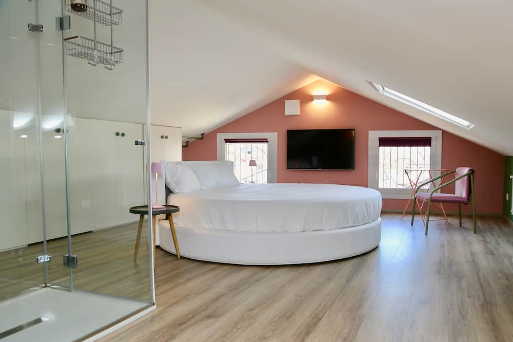 Design Suite, 1 King Bed, Canal View - Guest Room