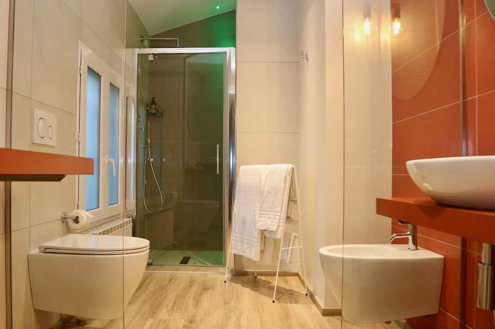 Deluxe Room, 1 Queen Bed, Accessible, City View - Bathroom