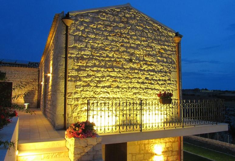 Casa al Castello , Modica, Voorkant hotel - avond/nacht