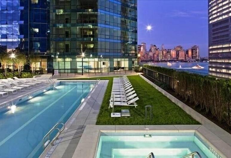 Luxy on The Hudson, Jersey City, Venkovní bazén