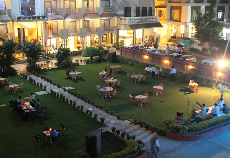 Hotel Surya, Varanasi, Kawasan Hartanah