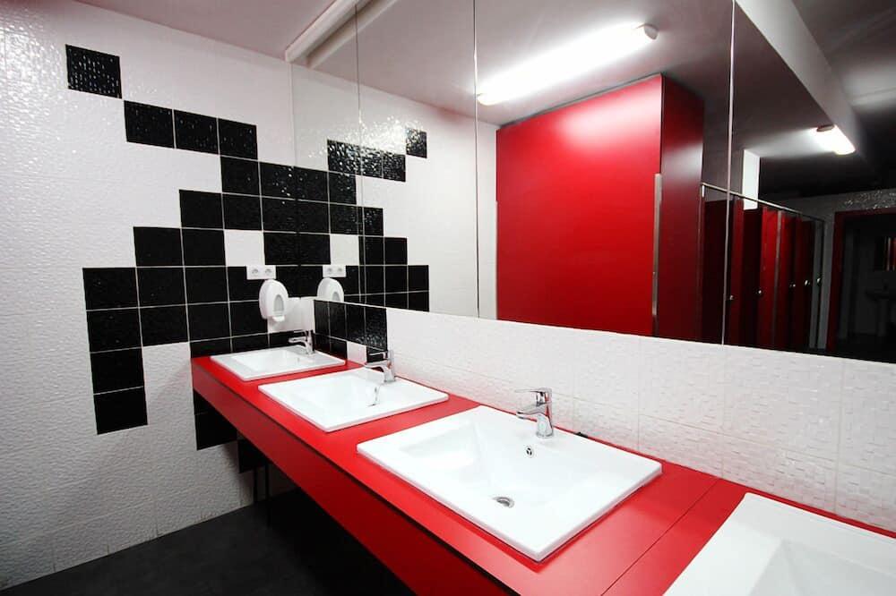 Shared Dormitory - Bathroom