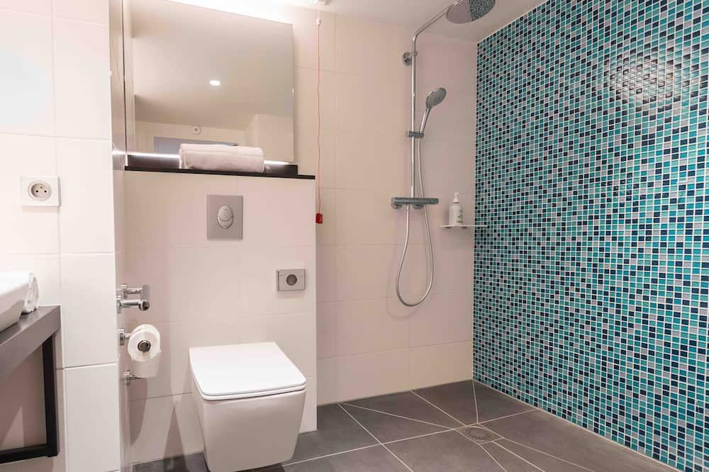 Стандартный номер, 1 двуспальная кровать «Квин-сайз» (Roll-In Shower) - Ванная комната