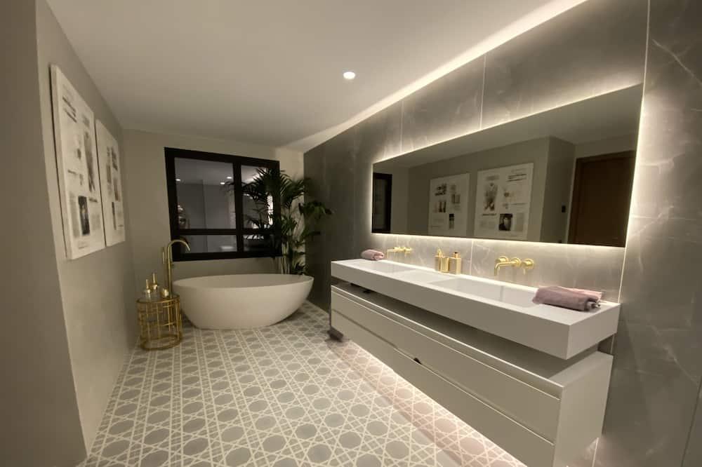 House, Multiple Beds - Bathroom