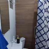 Family House, 4 Bedrooms - Bathroom