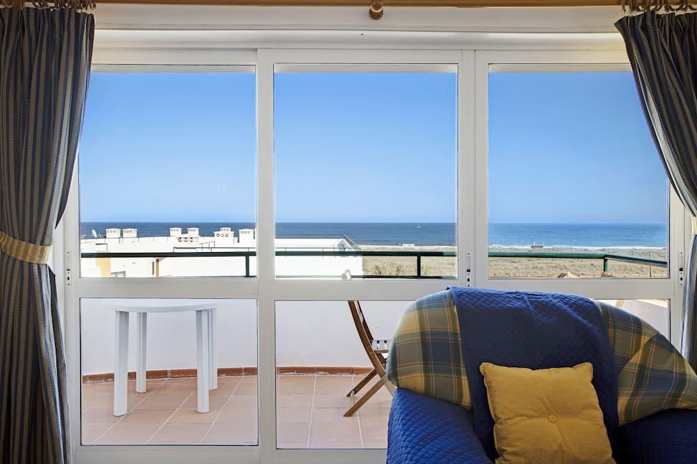 Pet-Friendly Apartment Meia Praia by the Beach & Wi-Fi
