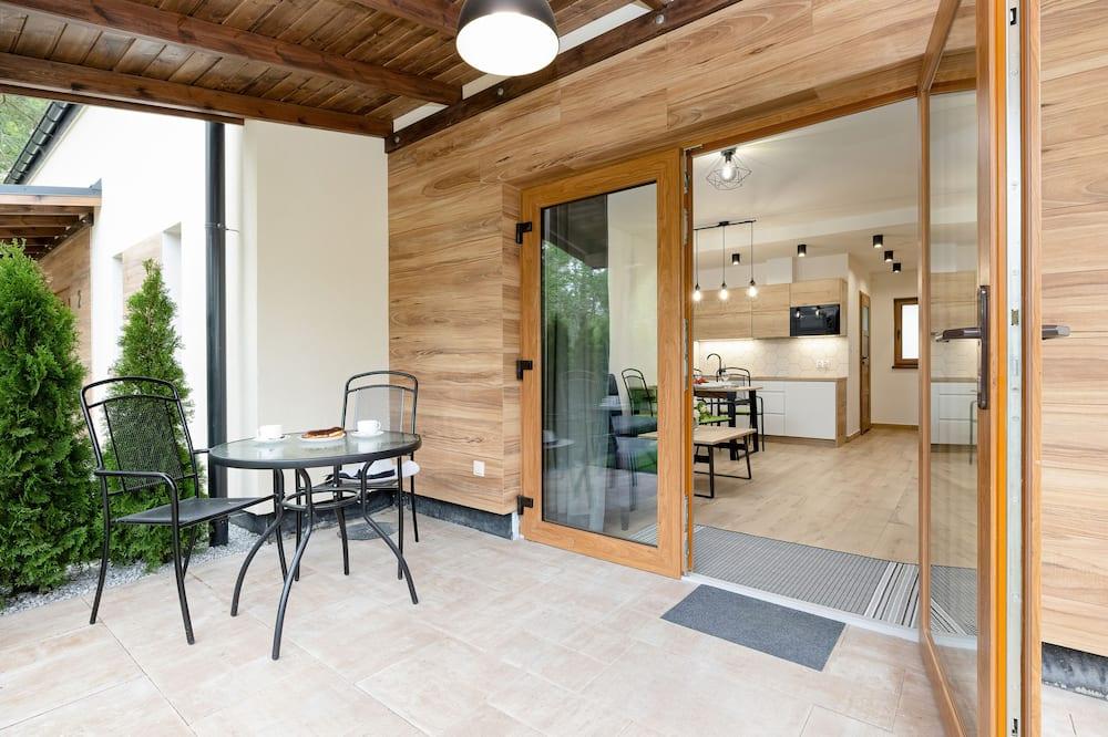 Apartman, 2 spavaće sobe, terasa, uz plažu - Terasa/trijem