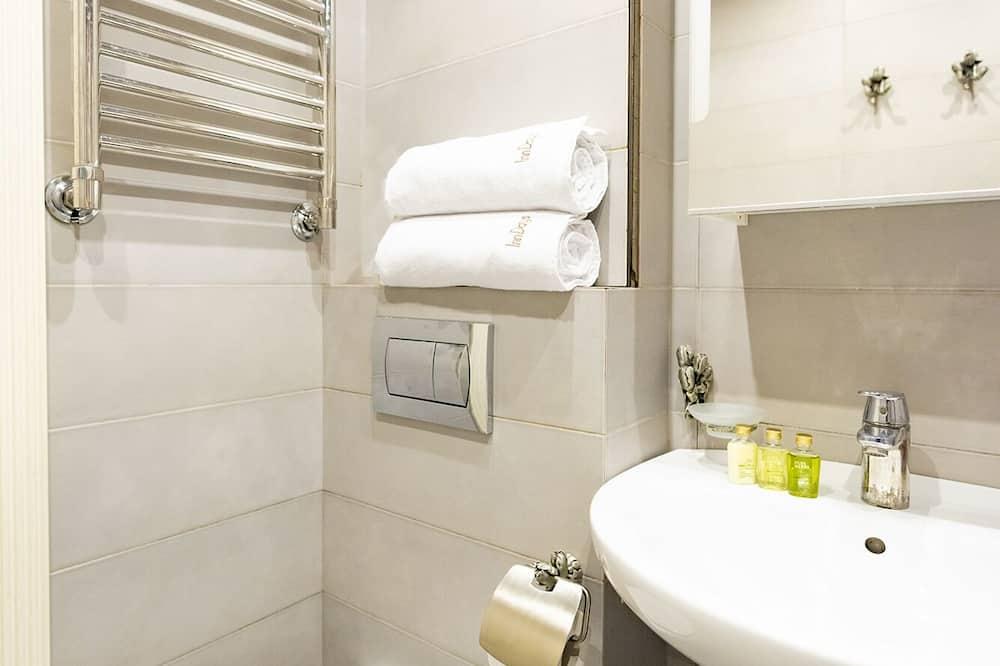Phòng tiện nghi đơn giản - Phòng tắm