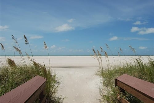 Sunset H504 Sunset House 2 Bedroom Condo In Marco Island Hotels Com