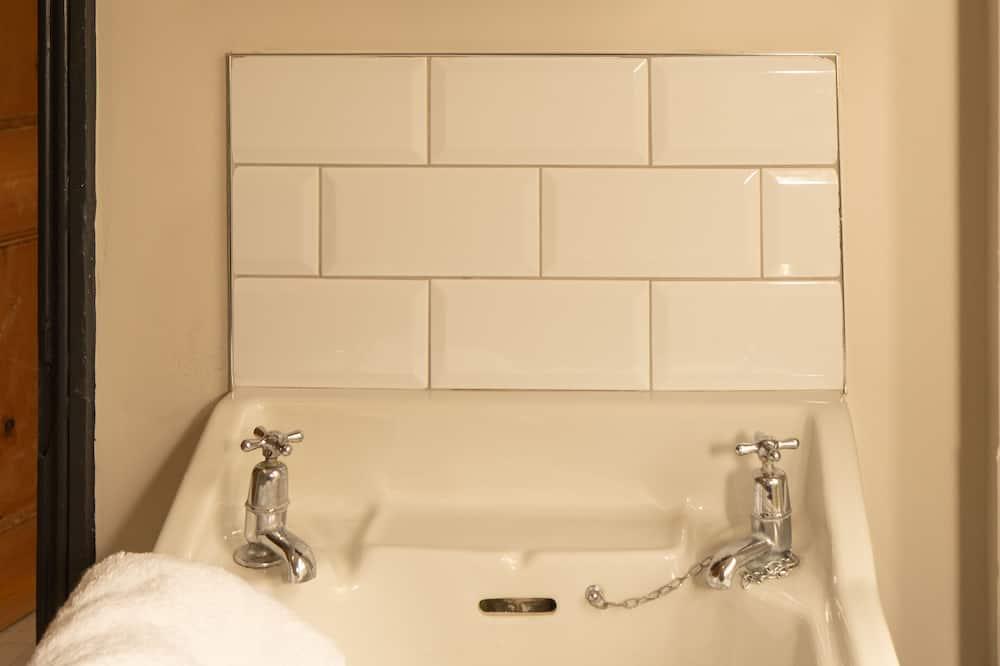 Pagerinto tipo namas, atskiras vonios kambarys (Langleigh Villa) - Vonios kambarys