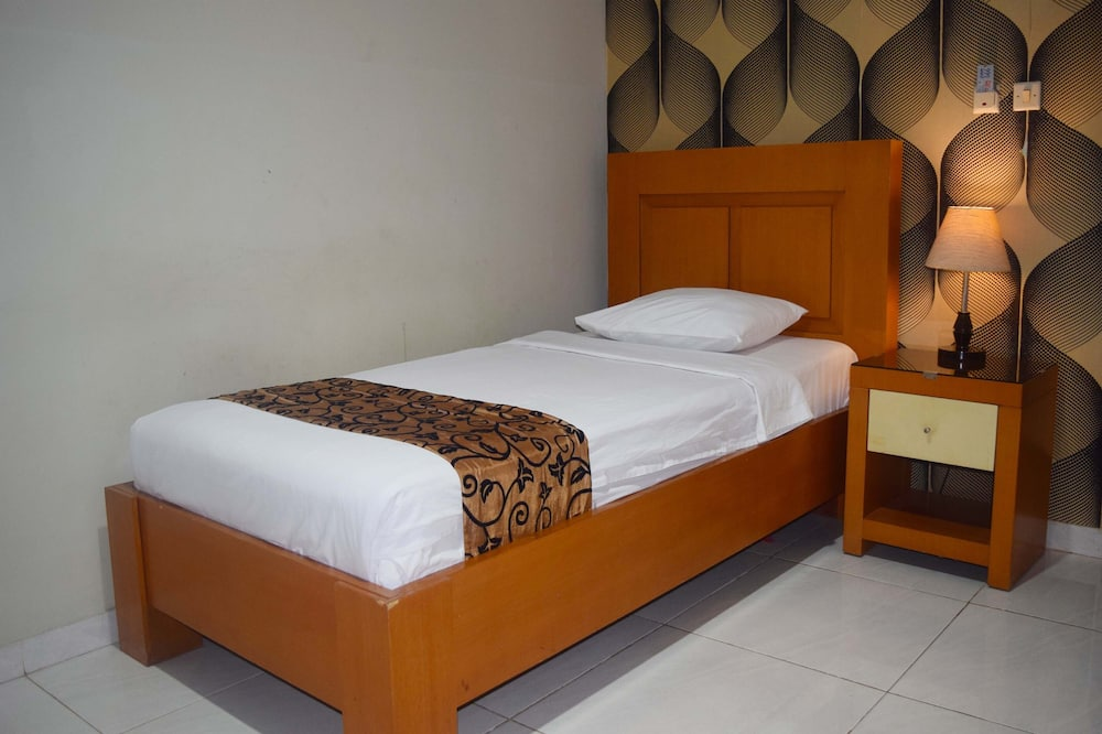 Одноместный номер базового типа, 1 односпальная кровать, для курящих, вид на город - Номер
