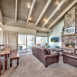 Townhome, 5 Bedrooms - Living Room