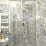 Darījumklases divvietīgs numurs ar papildu ērtībām, vannasistaba numurā - Vannasistaba