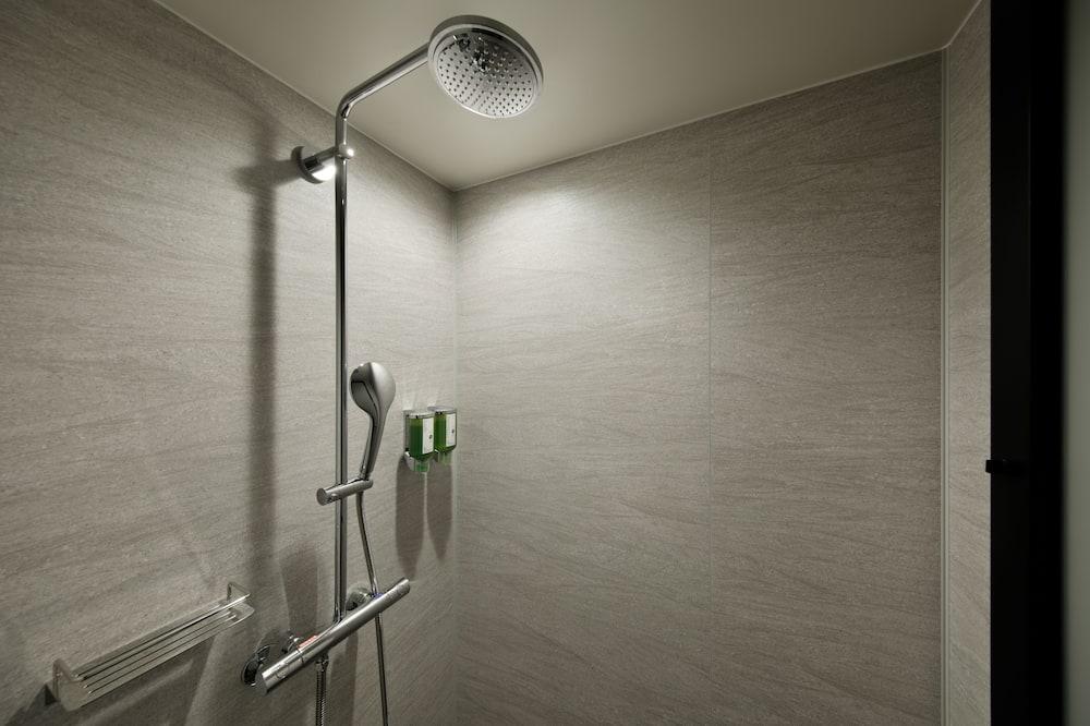 Chambre - Douche de la salle de bain