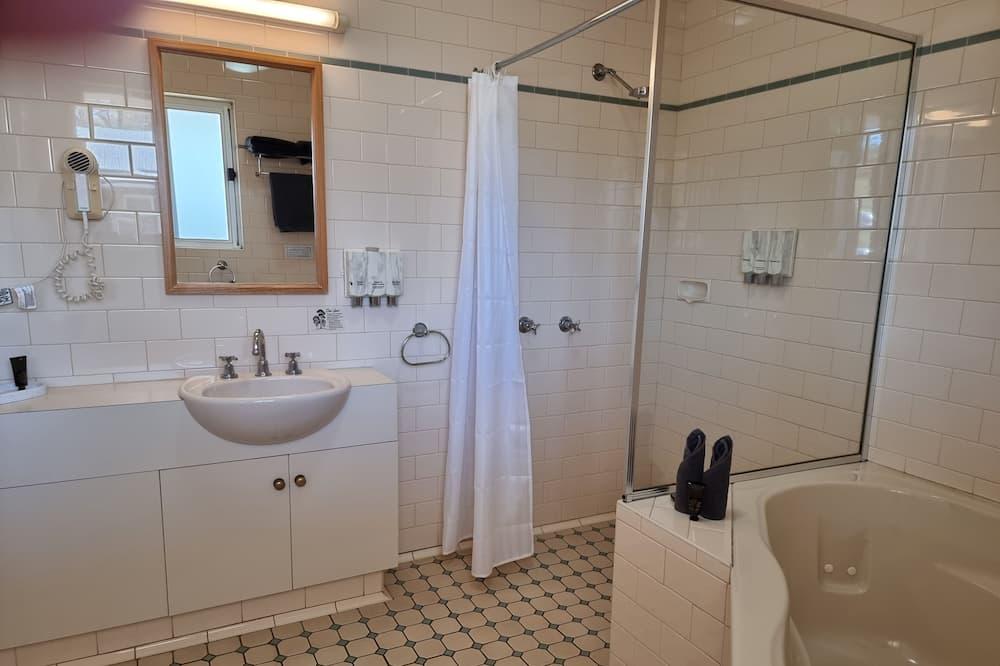 Executive - King with Spa - Bathroom
