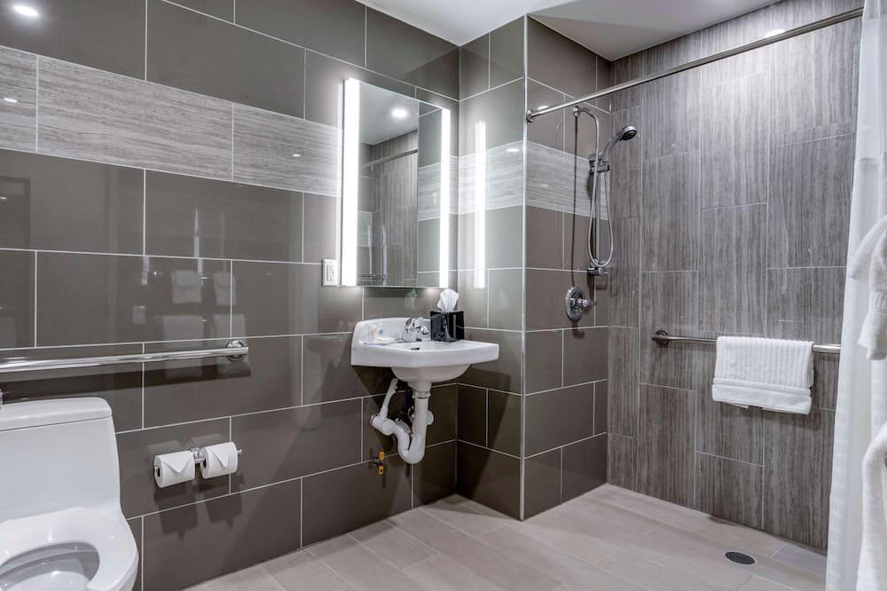 Standarta numurs, 1 divguļamā karaļa gulta, nesmēķētājiem (Roll-In Shower) - Vannasistaba