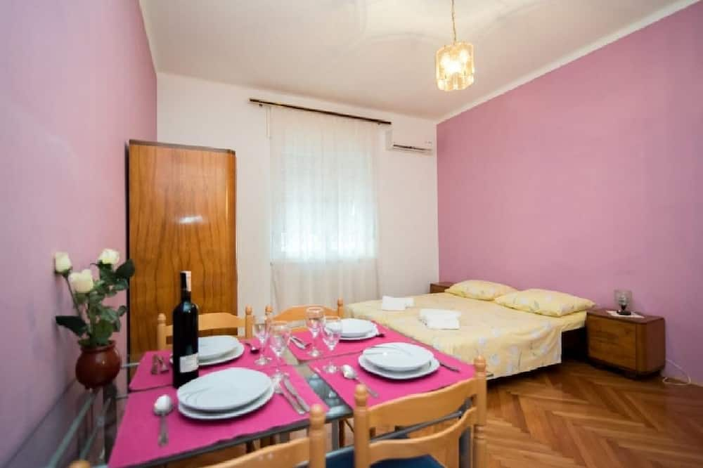 Apartment (One Bedroom Apartment) - In-Room Dining