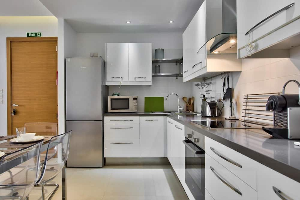 Bright and Central 2 Bedroom Apartment in Sliema, Sliema