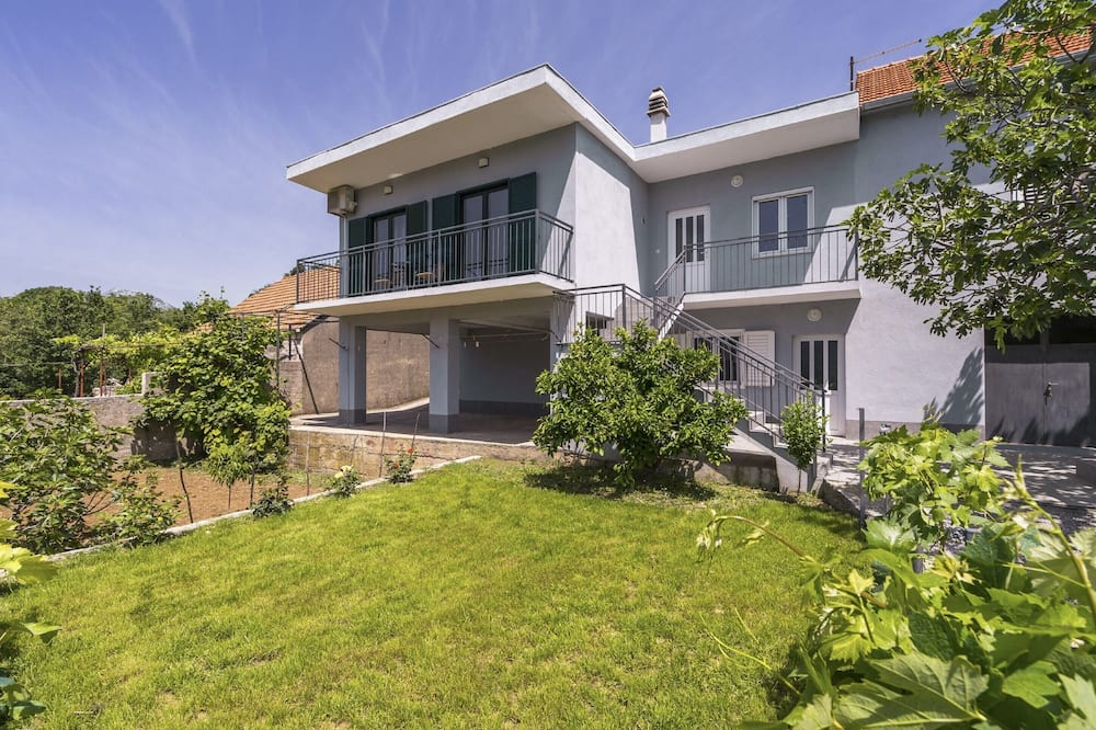 Spacious 110 m2 apt in Village With Large Garden