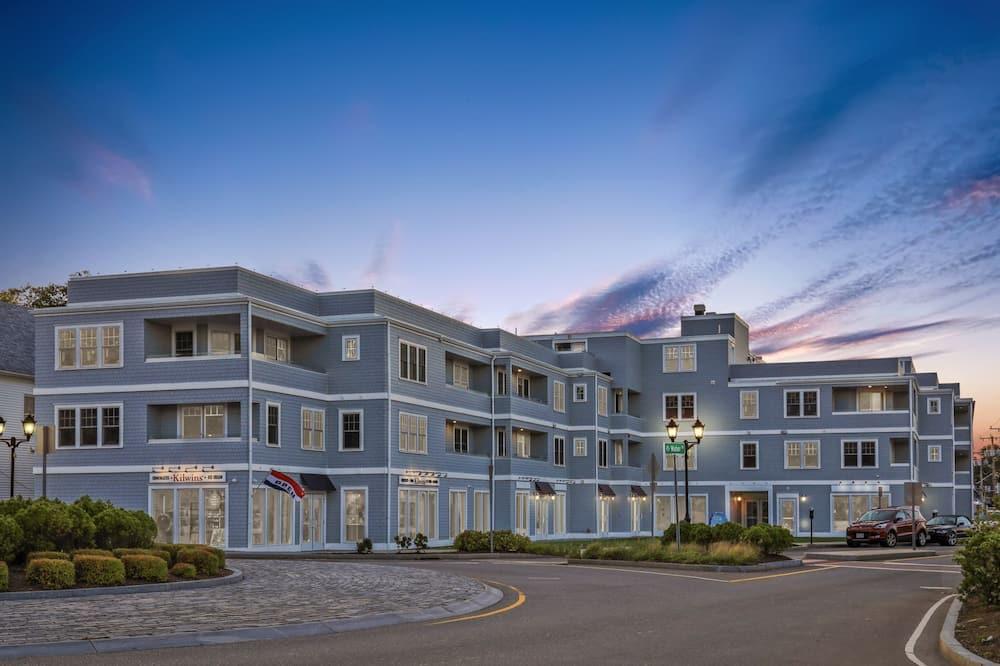 Harbourtown Suites