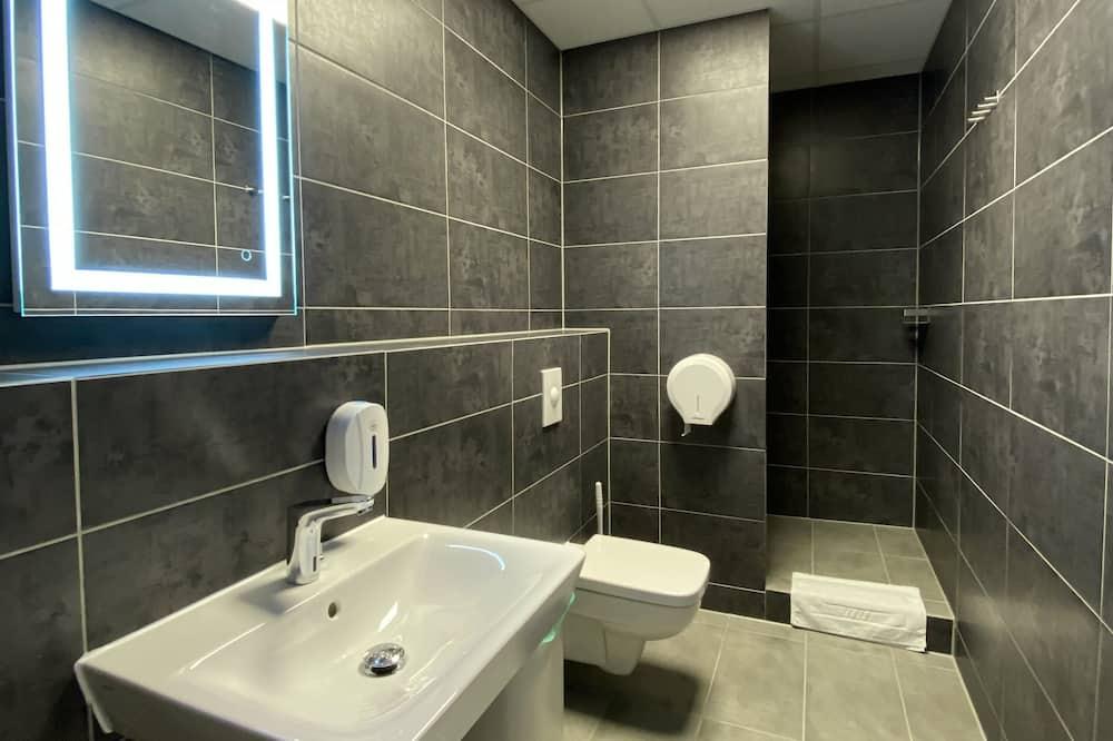 חדר בייסיק יחיד (Capsule) - חדר רחצה