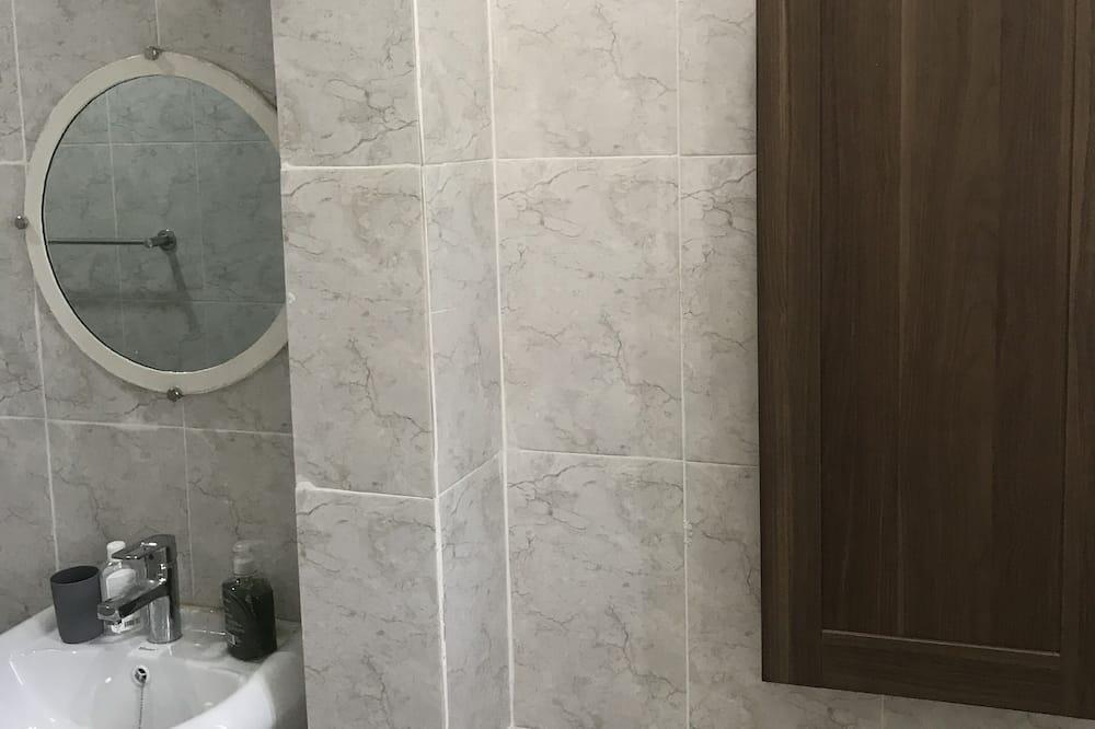 Deluxe Tek Büyük Yataklı Oda, 1 Yatak Odası, Avlu Manzaralı - Banyo