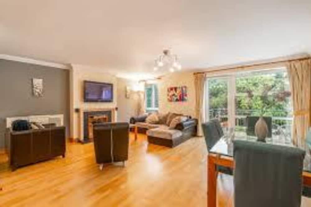 Apartment, 2 Queen Beds - Room