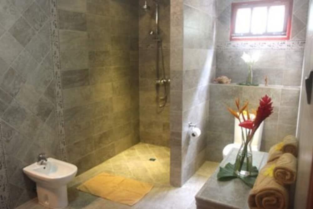 Apartment, 2 Queen Beds - Bathroom