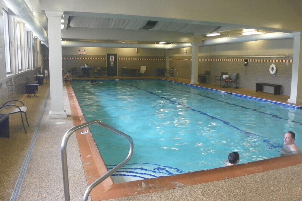 公寓客房 (PB Oct 10th-17th, 2Moh, Lincoln) - 游泳池
