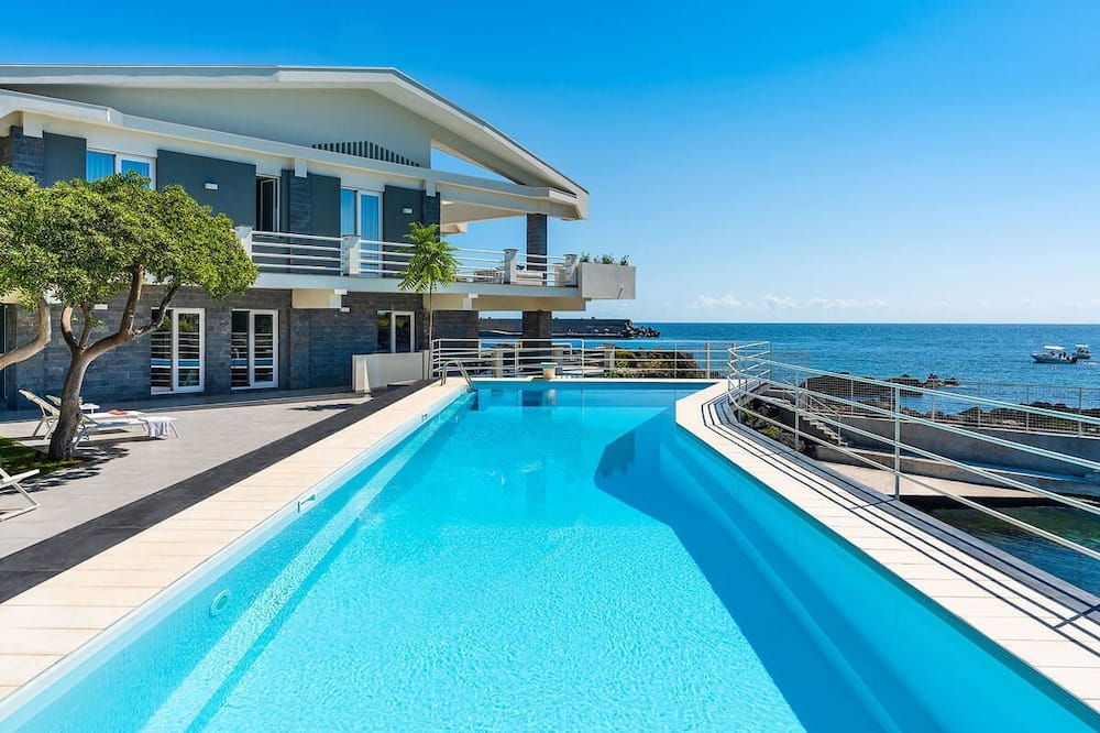 Luxurious sea front villa with private pool