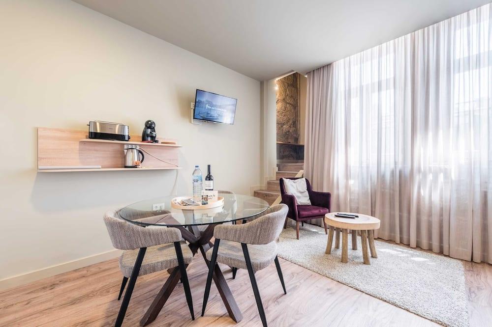 Basic-Studio, 1Queen-Bett und Schlafsofa - Wohnzimmer
