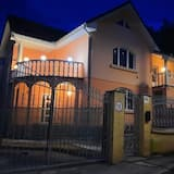 Lovely 3-bed House in Satu Mare Party Possible