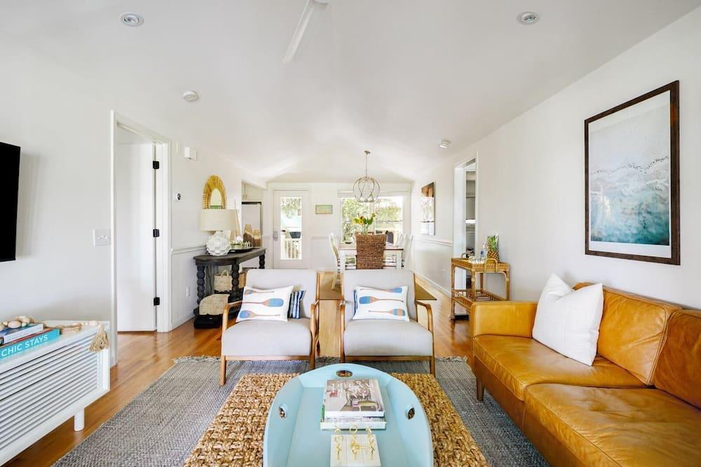 House, Multiple Beds (Twin Oaks - Sweet Tea) - Living Room