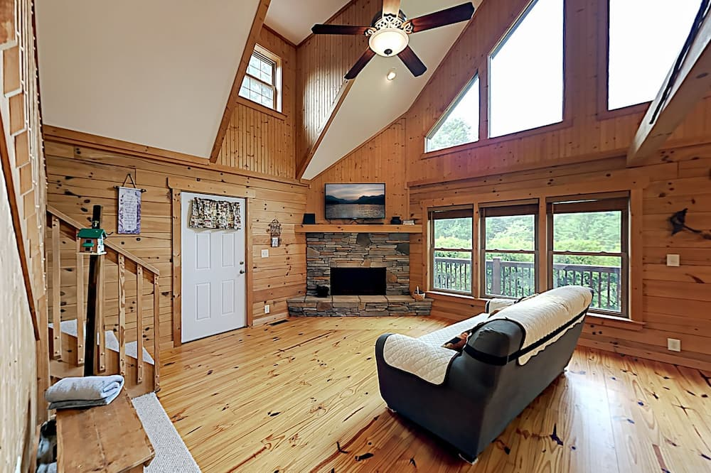 Exceptional Vacation Home In Lake Lure 2 Bedroom Cabin