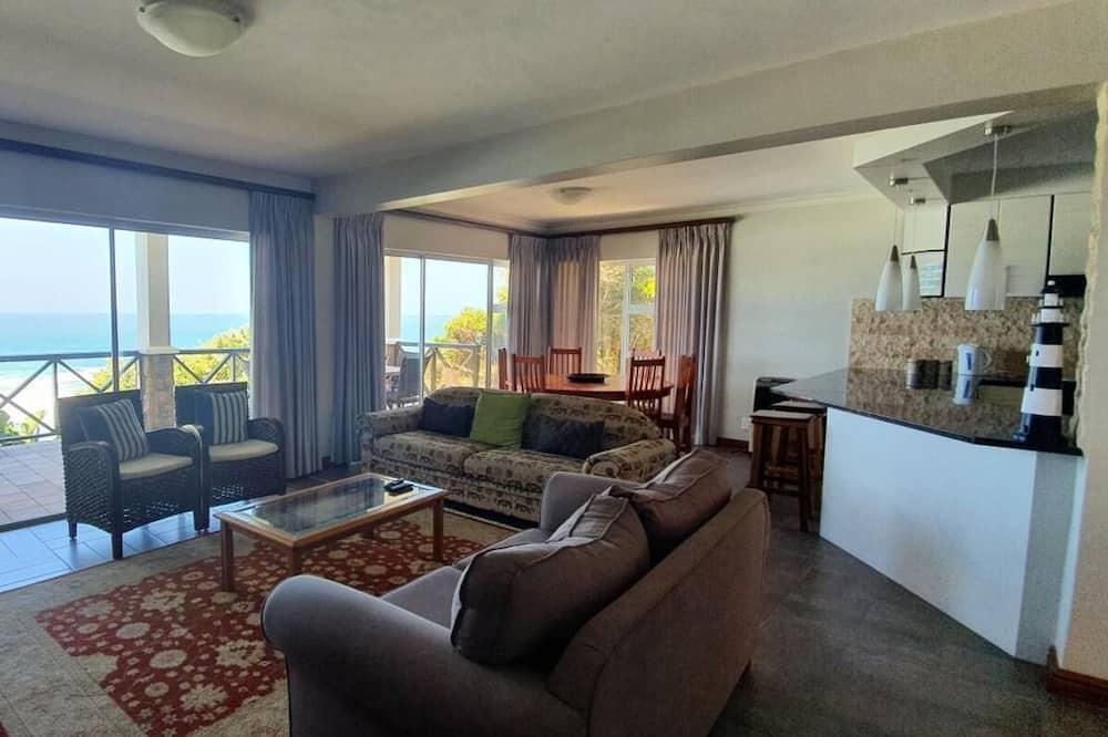 Luxurious 4 Bedrooms Villa in Brenton On The Rocks