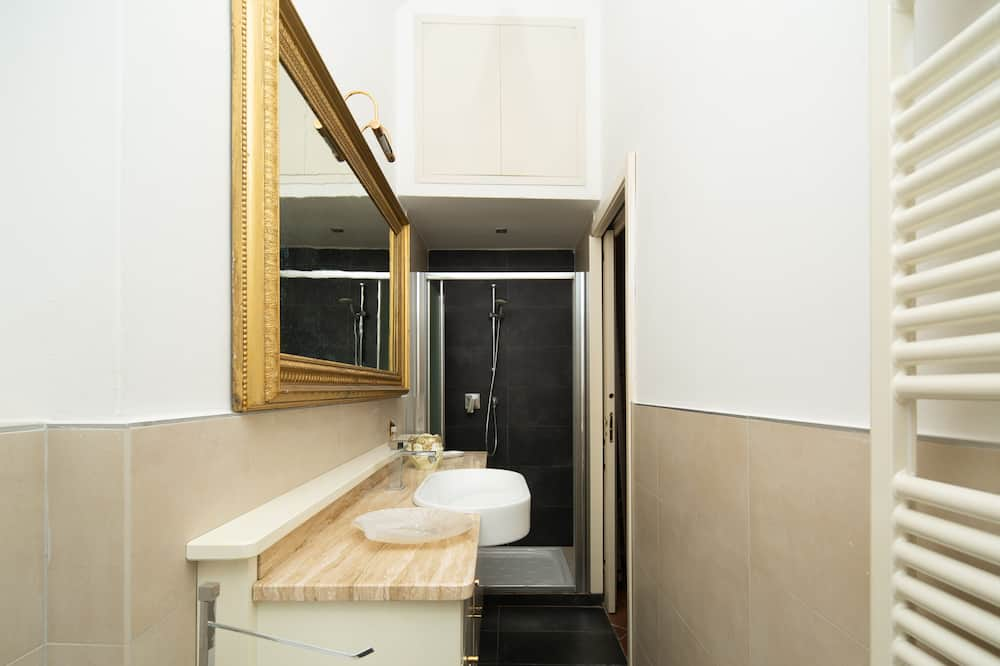 Classic Apartment - Bathroom
