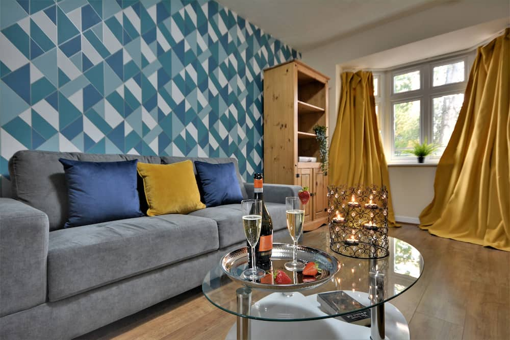 Manchester Townhouse by Bevolve - 4 Bedrooms - Free Parking