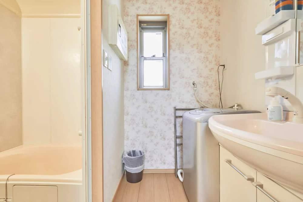 Basic Apartment, Non Smoking (201) - Bathroom