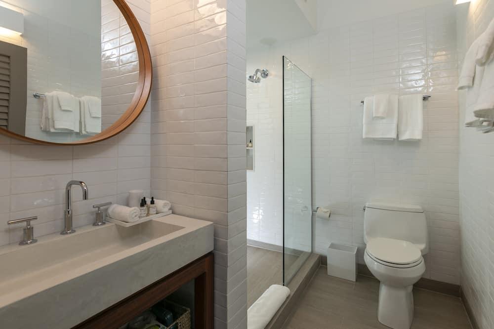 Luxury Room, 1 King Bed, Ocean View - Bathroom