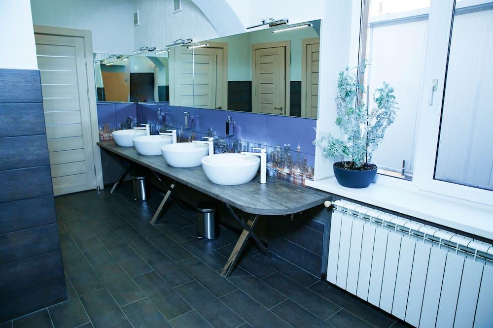 Чотиримісний номер категорії «Комфорт» - Спільна ванна кімната