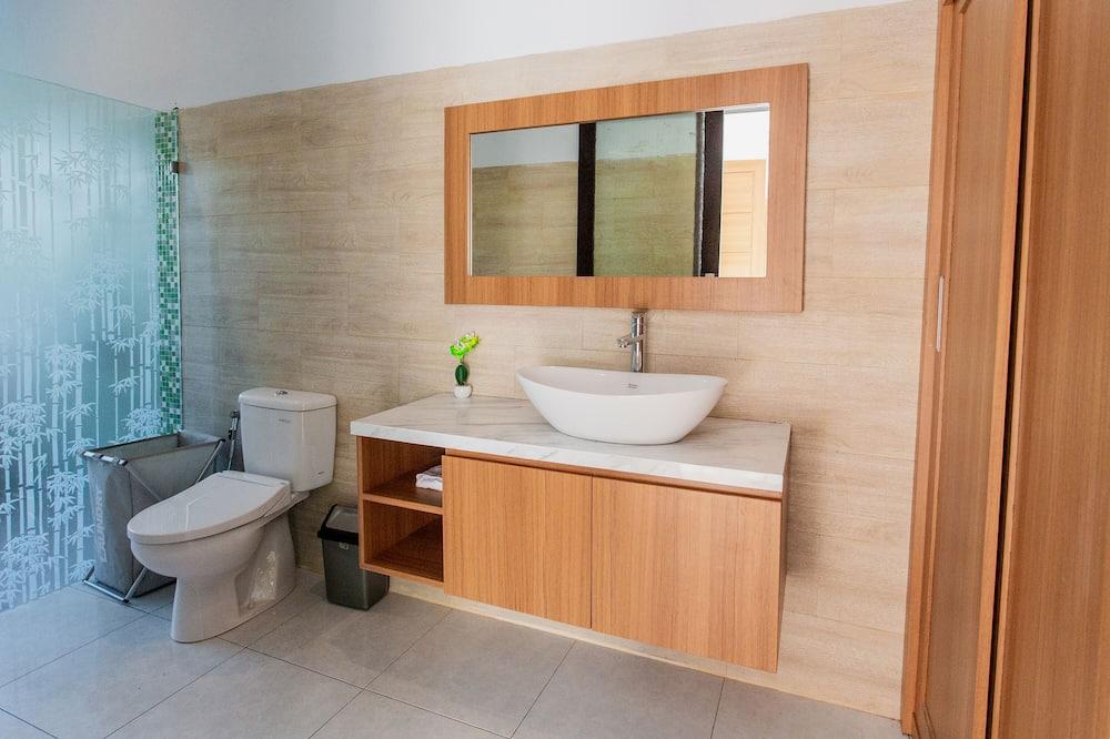 Classic Villa, Pool View - Bathroom
