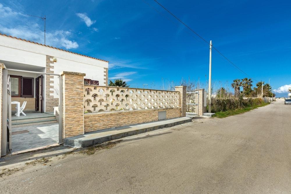 2233 Villa Andreasara, Lecce