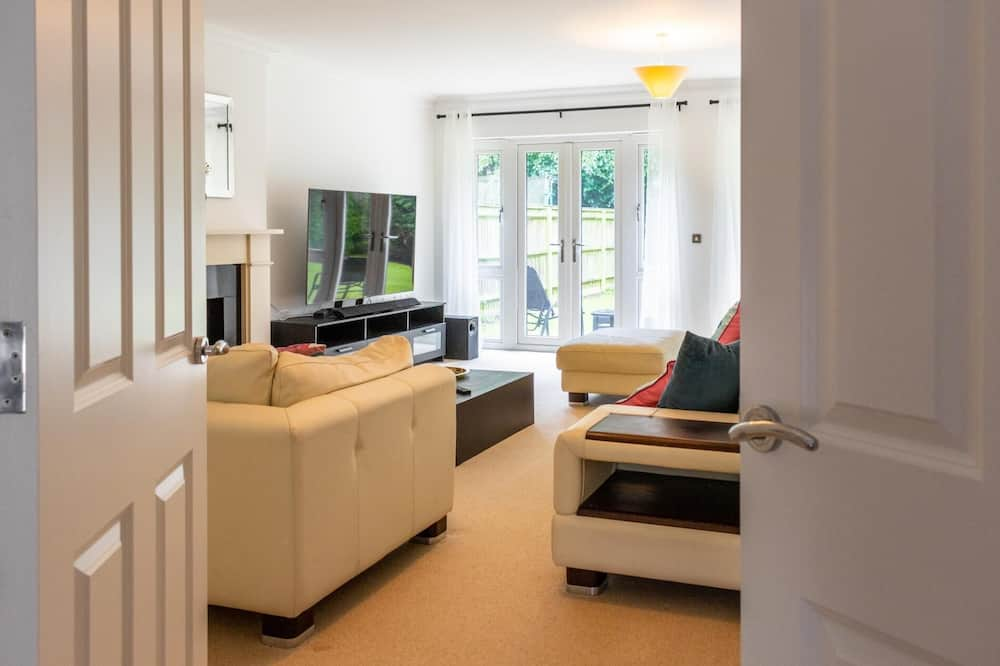 Apartment (5 Bedrooms) - Living Room