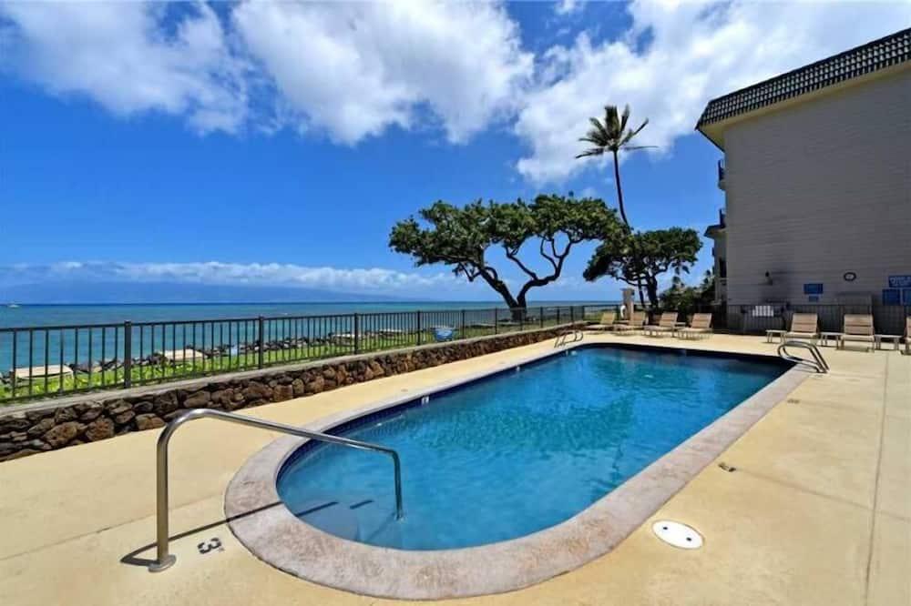 Kahana Reef 2 Units - 404 & 408 - Oceanfront / Pool / BBQ, Lahaina