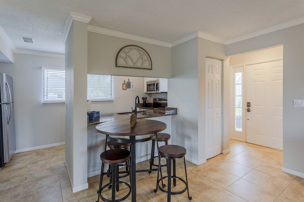 Apartment, 2 Bedrooms, 2 Bathrooms - In-Room Dining