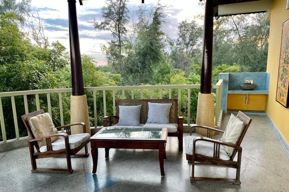 Villa -colonial Garden view with Private  Beach access