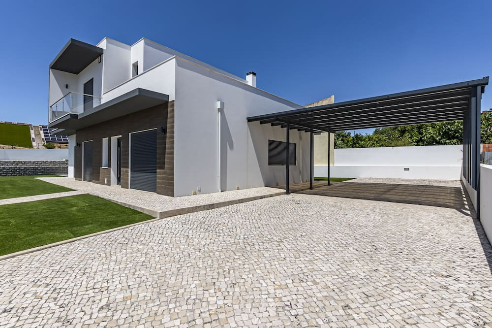 Captivating 4-bed House in Cadaval District-lisbon, Cadaval