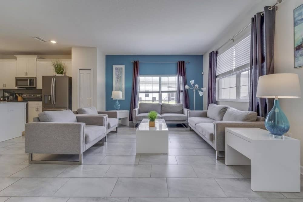 Townhome, 5 Bedrooms - Imej Utama